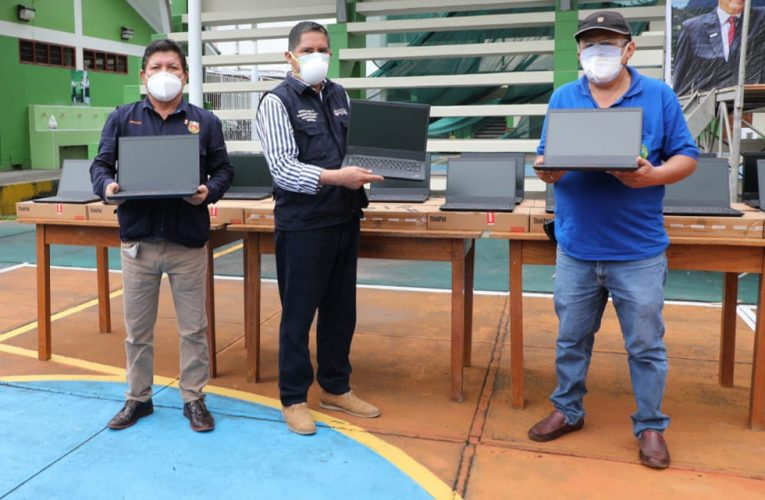 Alvarado entregó  laptops y ventiladores mecánicos a tingaleses