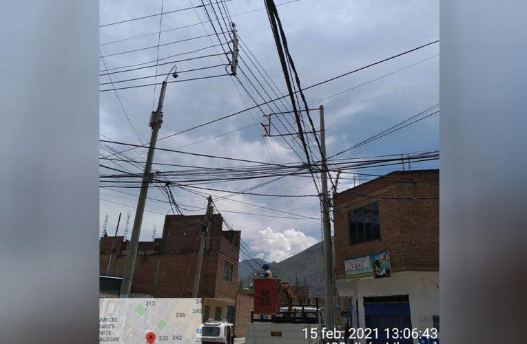 Globo choca contra cables y causa corte de electricidad