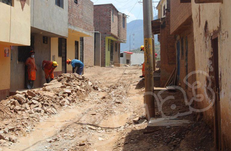 Vecinos se quejan por obra de agua potable en Aparicio Pomares