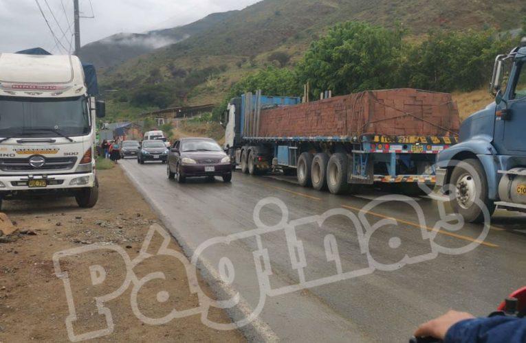 Transportistas de carga acatan paro
