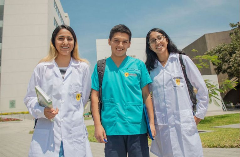 Becarios del Pronabec cumplen Compromiso de Servicio al Perú